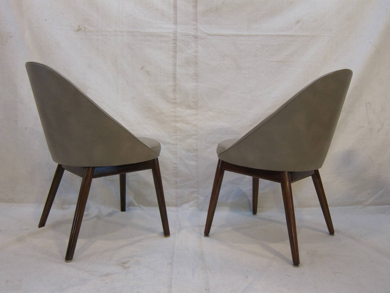 Mid-Century Modern Pair of Danish Chairs Attributed to Ejvind Johansson For Sale