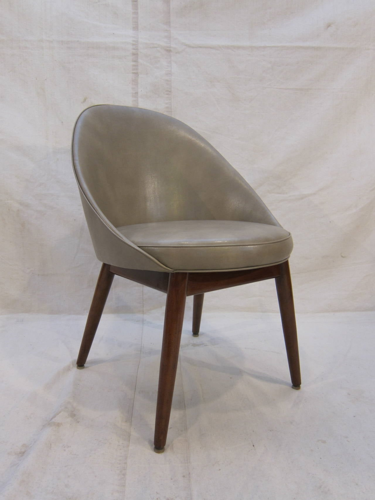 Pair of Danish Chairs Attributed to Ejvind Johansson For Sale 1