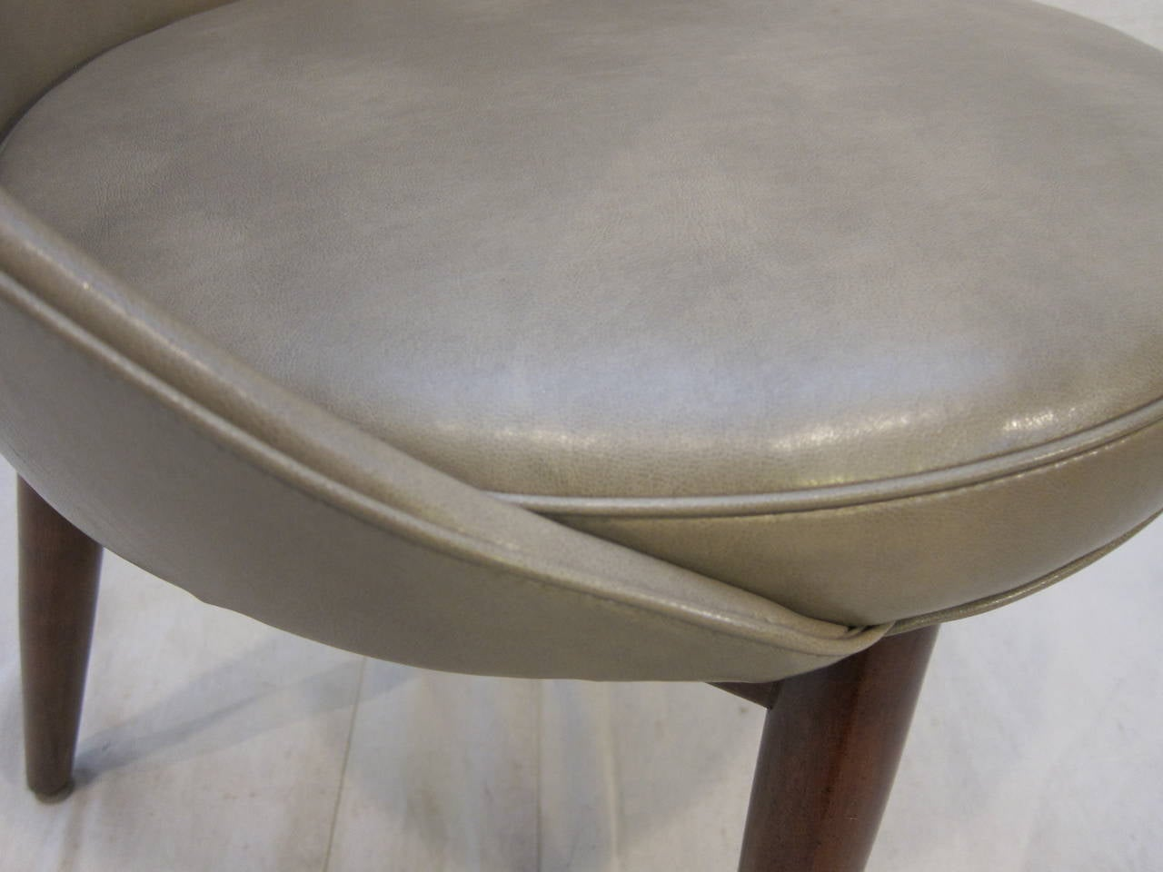 Pair of Danish Chairs Attributed to Ejvind Johansson For Sale 2