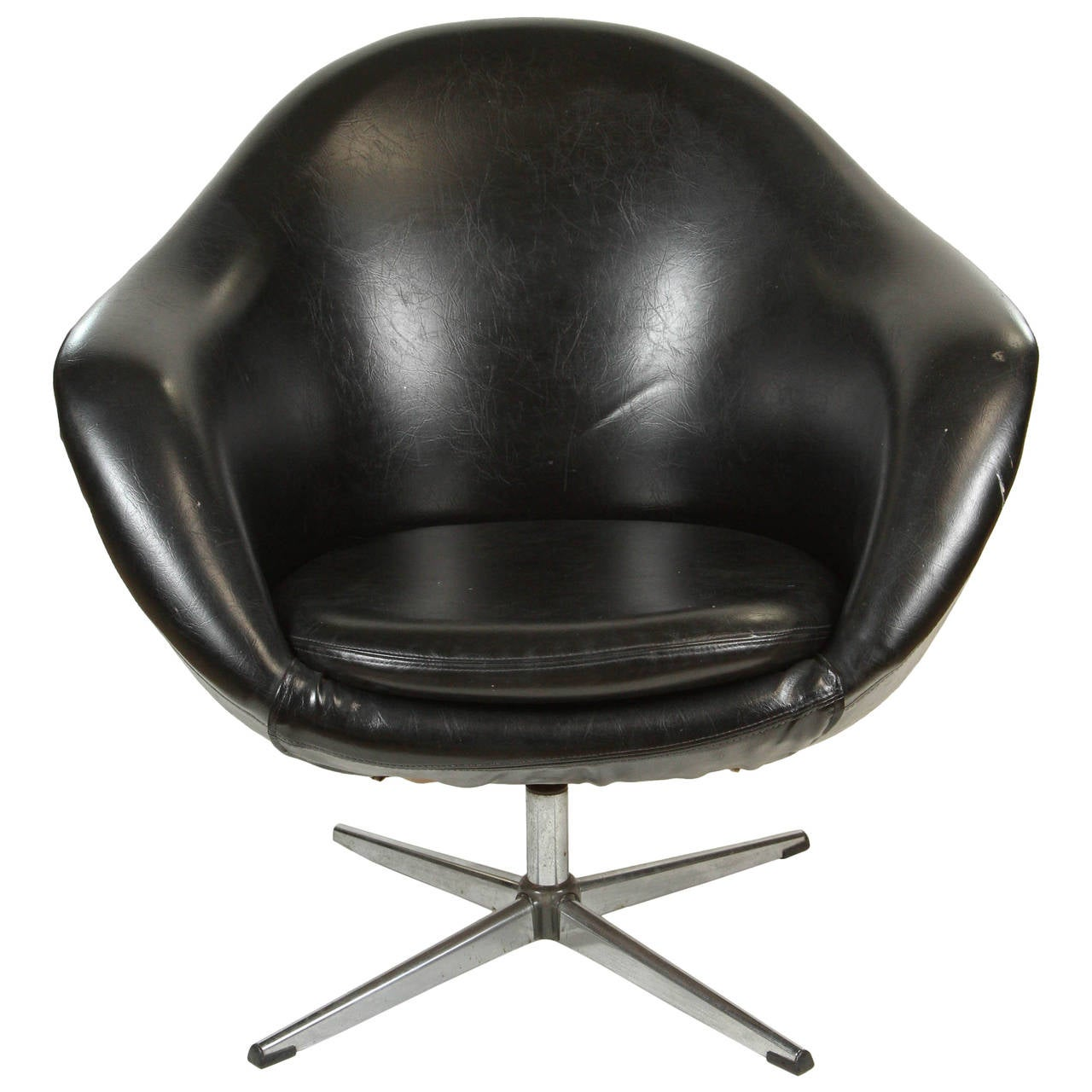 1960s Swivel Egg Chair In Black Vinyl At 1stdibs