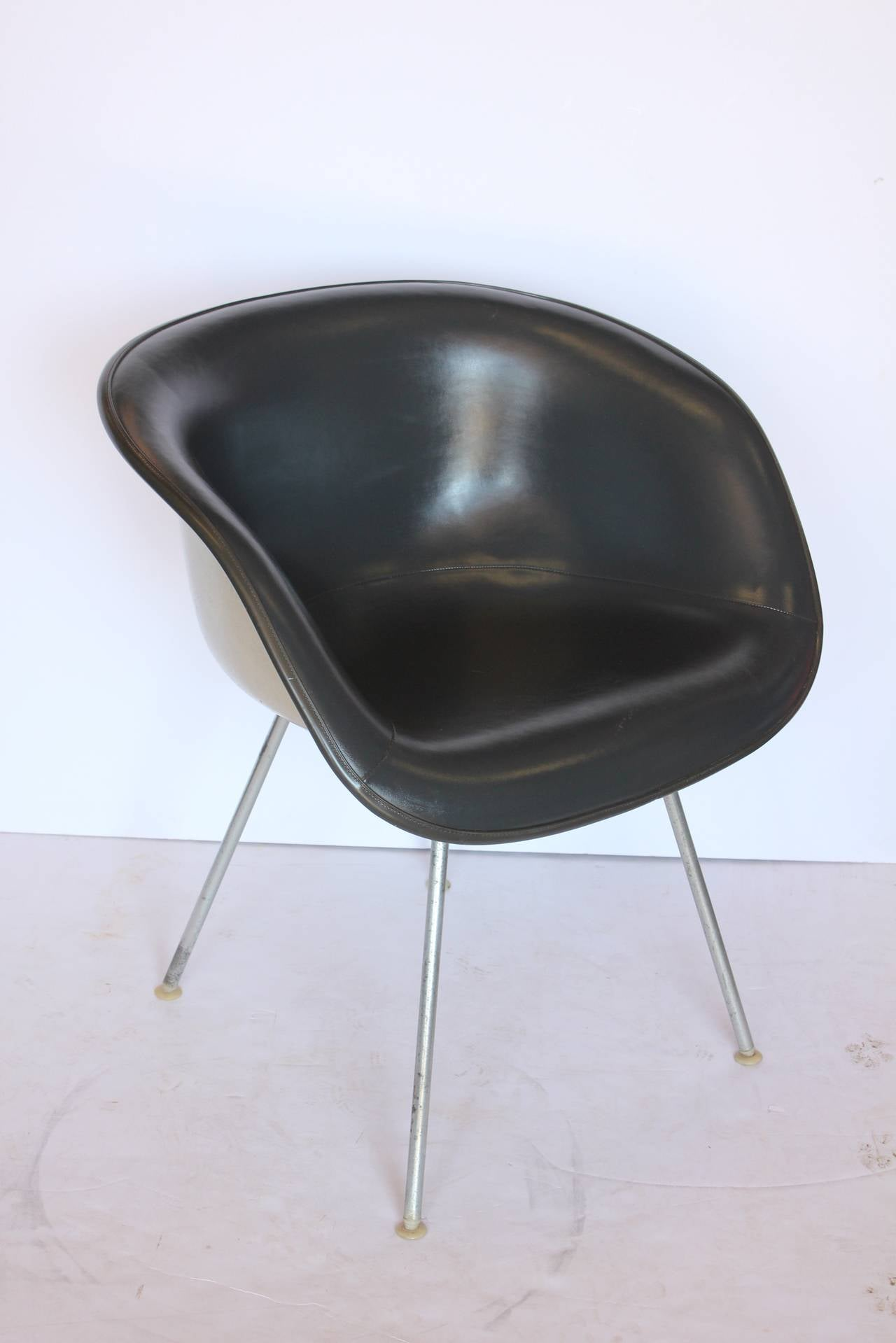 Etonnant Unusual Eames Grey Naugahyde Chair By Herman Miller.