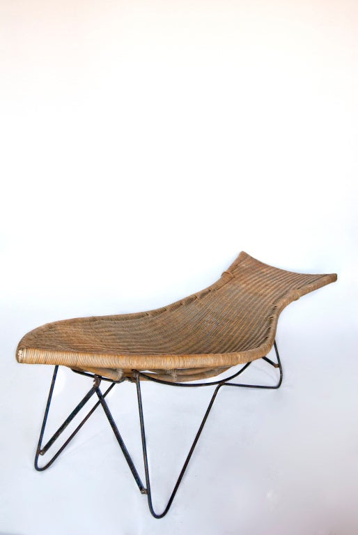 Mid century american wicker chaise longue at 1stdibs for Cane chaise longue