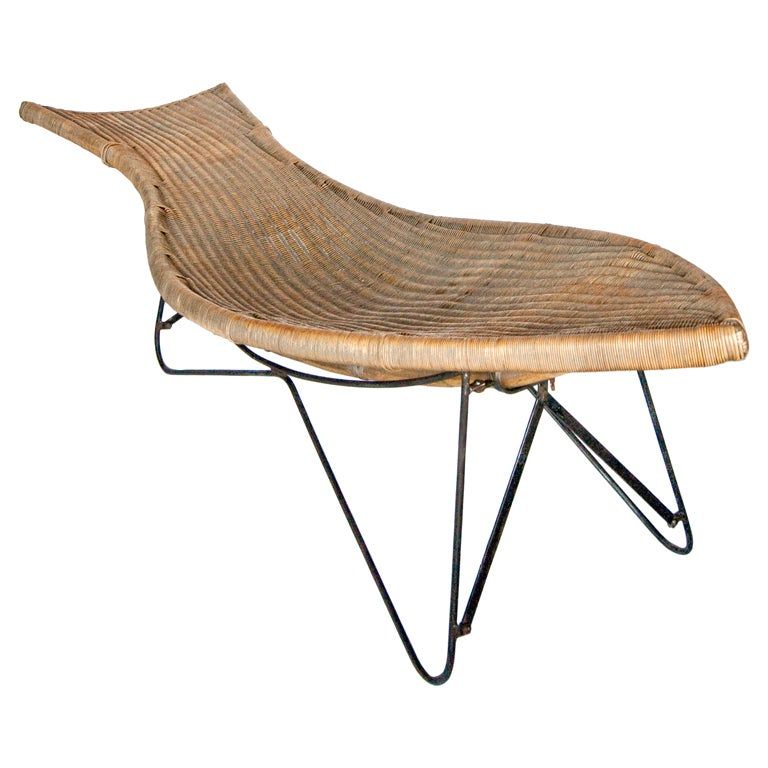 Mid century american wicker chaise longue for sale at 1stdibs for Cane chaise longue