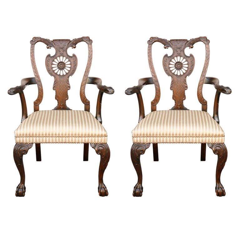 Pair of 1900s English Carved Walnut Armchairs For Sale