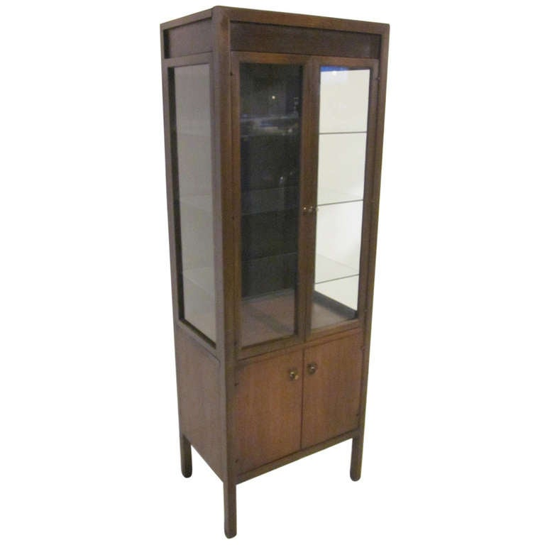 Mid century display cabinet at 1stdibs for Best mid priced kitchen cabinets