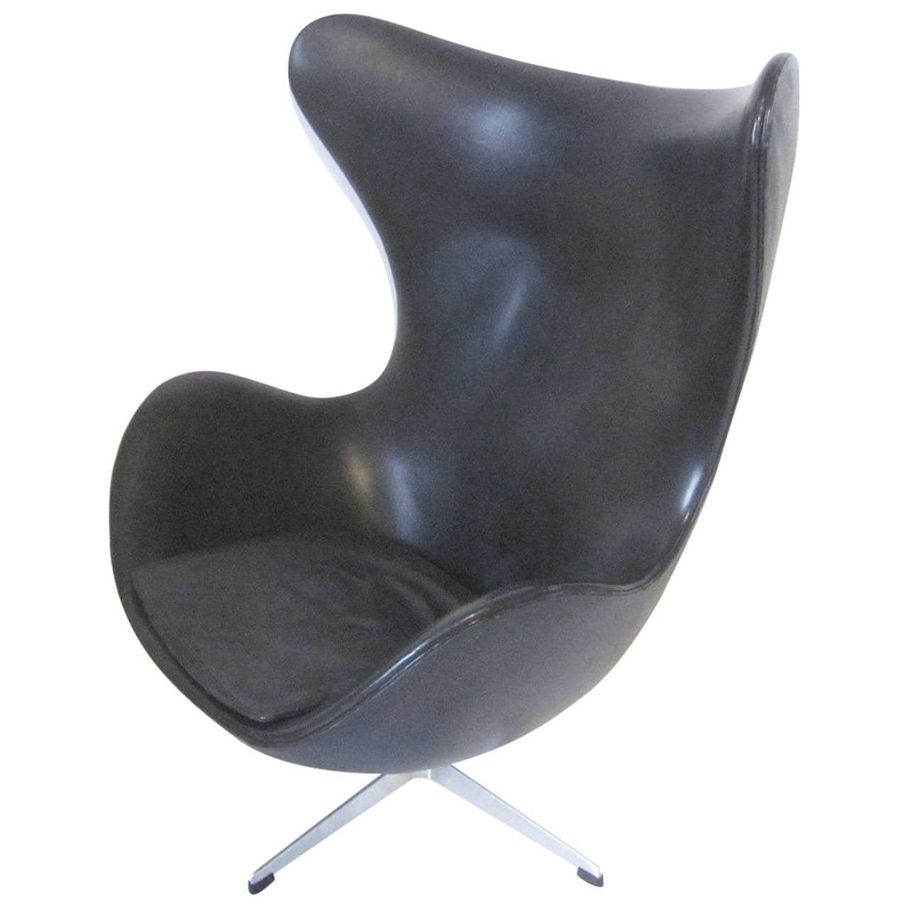 arne jacobsen leather egg chair at 1stdibs. Black Bedroom Furniture Sets. Home Design Ideas