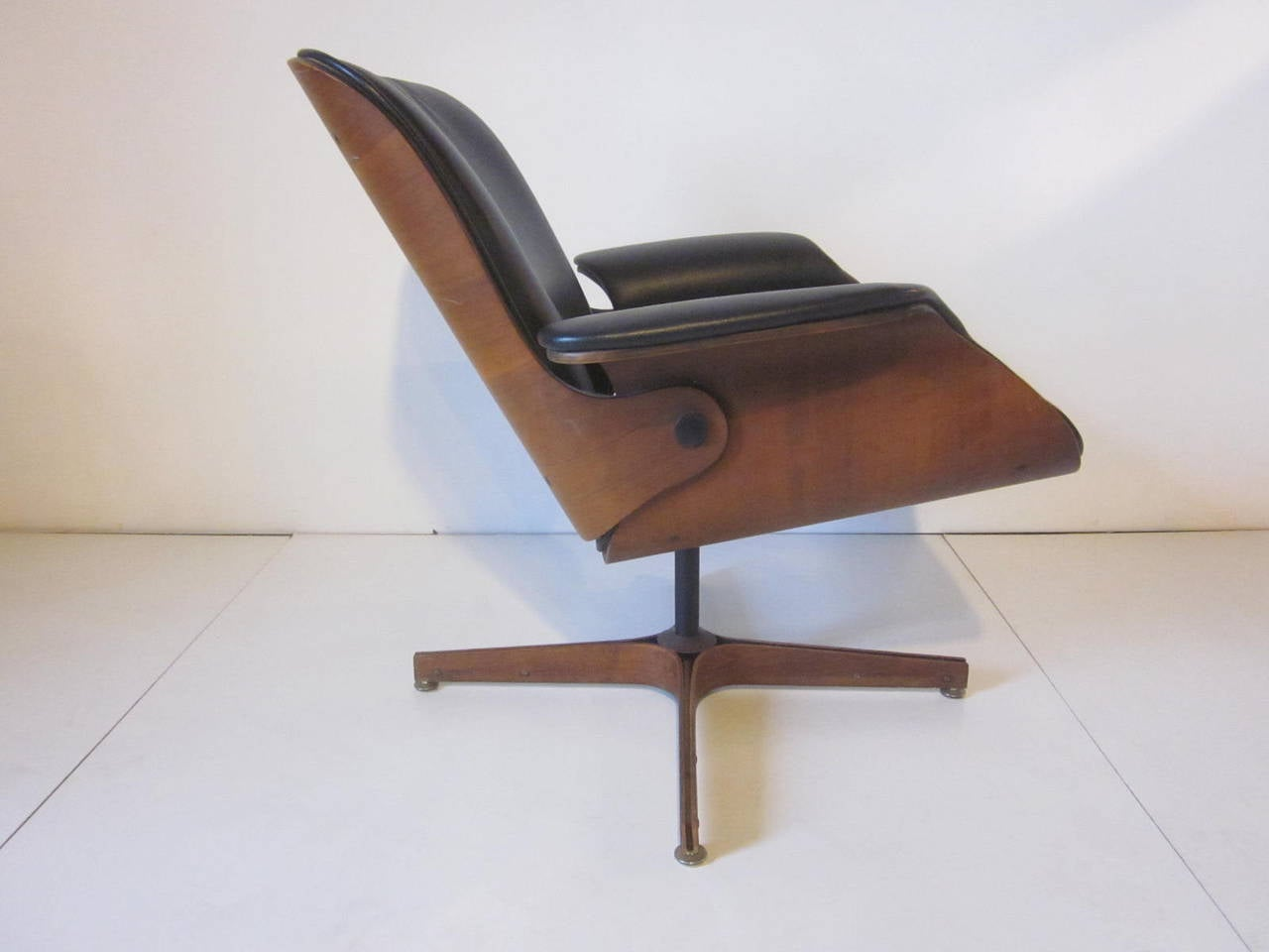 George Mulhauser Plycraft Low Lounge Chair at 1stdibs