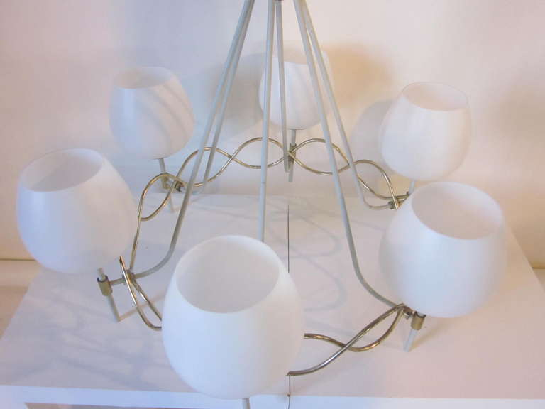 French Styled Lightolier Chandelier In Good Condition For Sale In Cincinnati, OH