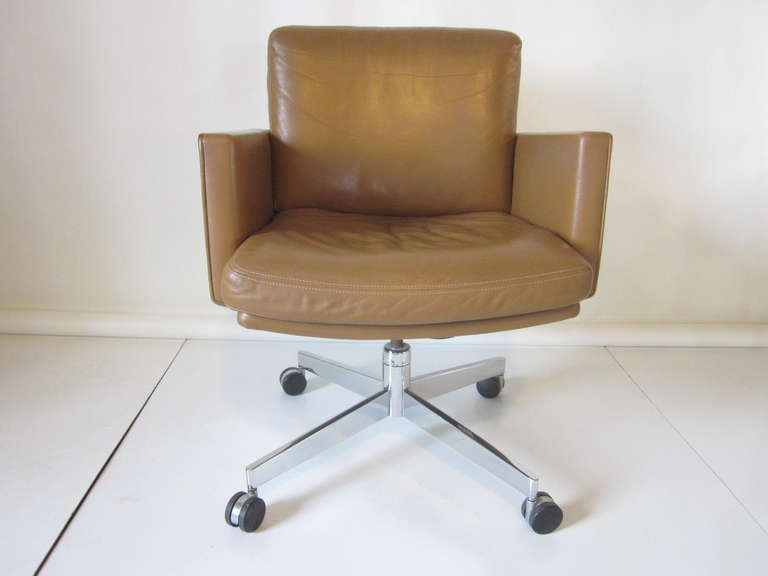 A Executive Desk Chair With Soft And High Quality Leather In A Warm Natural  Medium Color