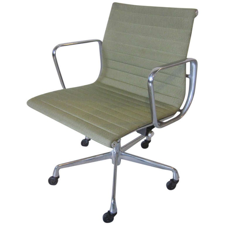 Eames Aluminum Group Desk Chair At 1stdibs