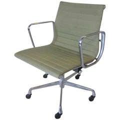 Eames Aluminum Group Desk Chair