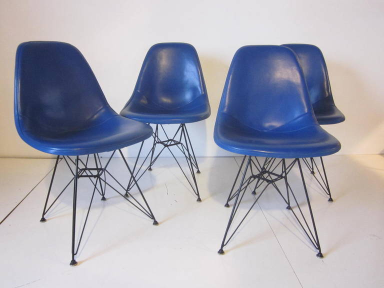 Set Of Four Eames Eiffel Tower Dining Chairs At 1stdibs