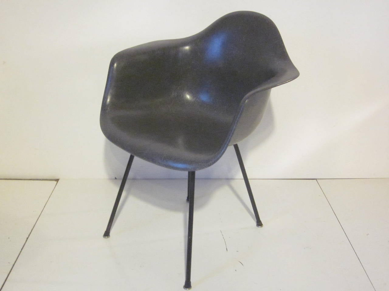 Eames chair 1950s at 1stdibs - Fauteuil eames original ...