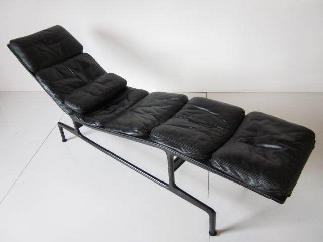 Eames chaise lounge at 1stdibs for 4 chaises eames