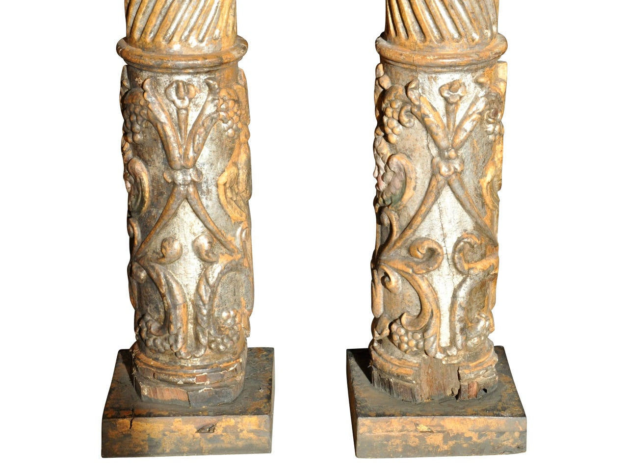 Pair of 17th Century Spanish Wooden Columns For Sale 1