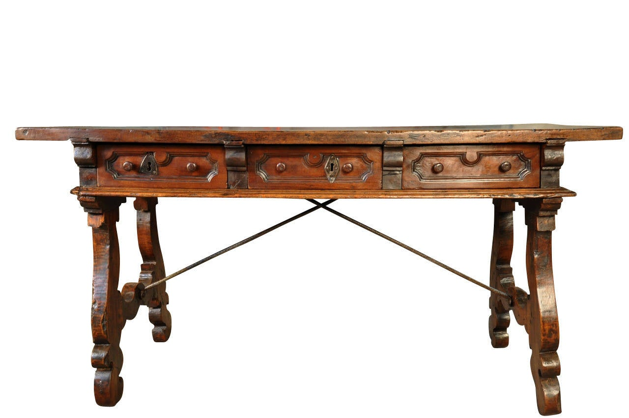 Early 18th Century Spanish Console Table With Solid Board Top In Walnut And  Iron 2