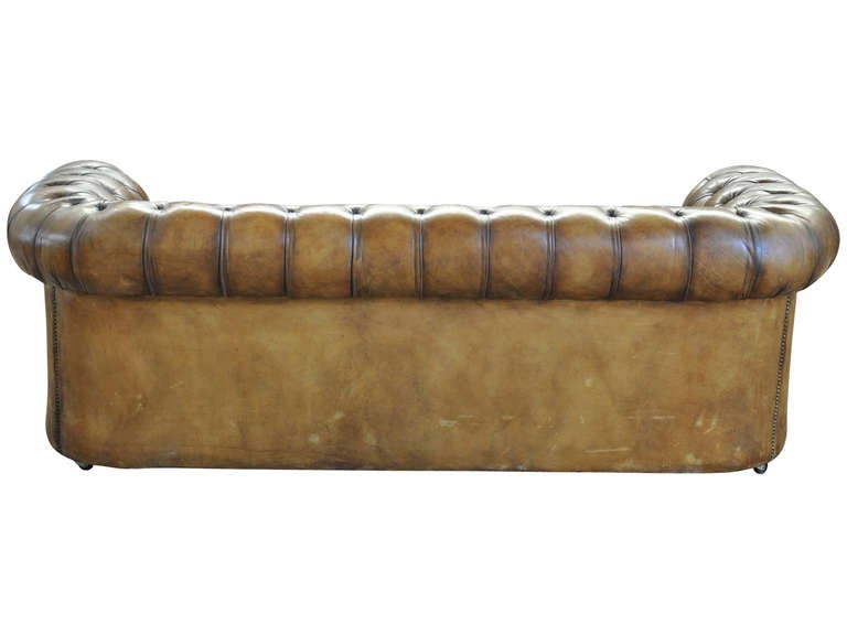 English chesterfield leather sofa at 1stdibs for Decor jewelry chesterfield