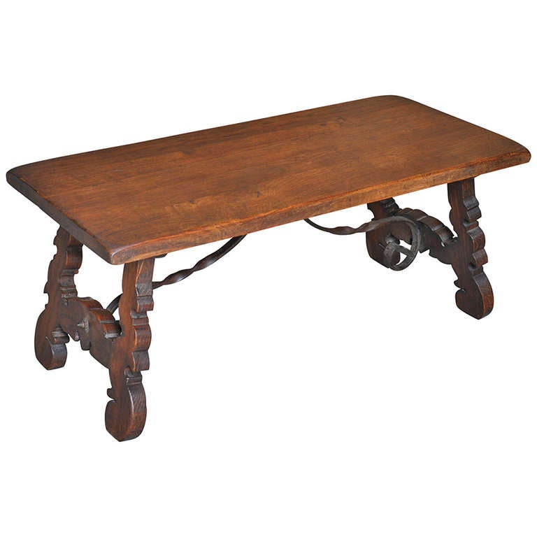 Spanish Early 20th Century Antique Coffee Table In Oak And Iron At
