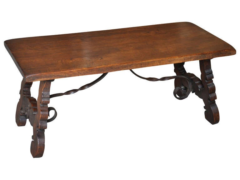 Spanish Early 20th Century Antique Coffee Table In Oak And Iron Image 2