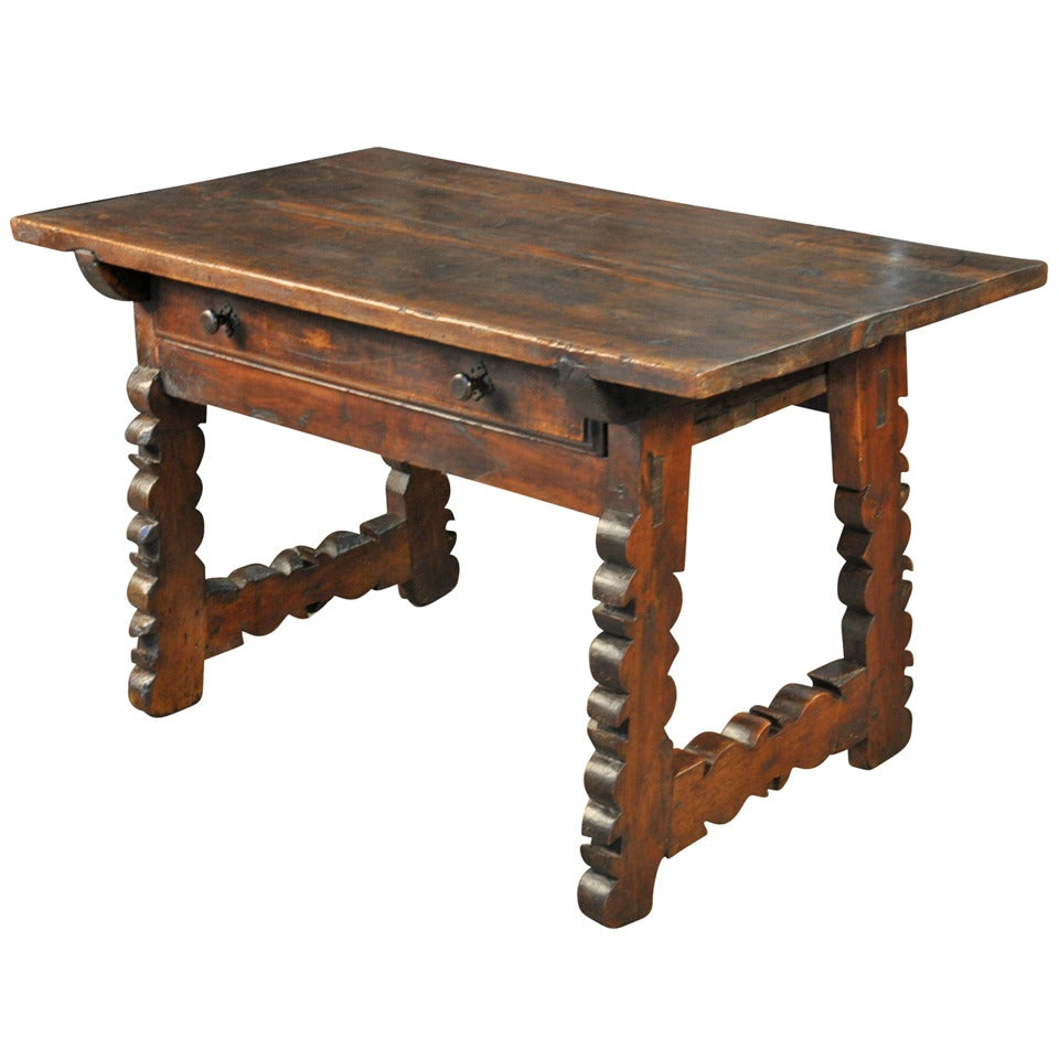 18th century spanish side table in walnut at 1stdibs for Table in spanish