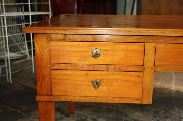 french directoire style bureau plat desk in cherry with leather top at 1stdibs. Black Bedroom Furniture Sets. Home Design Ideas