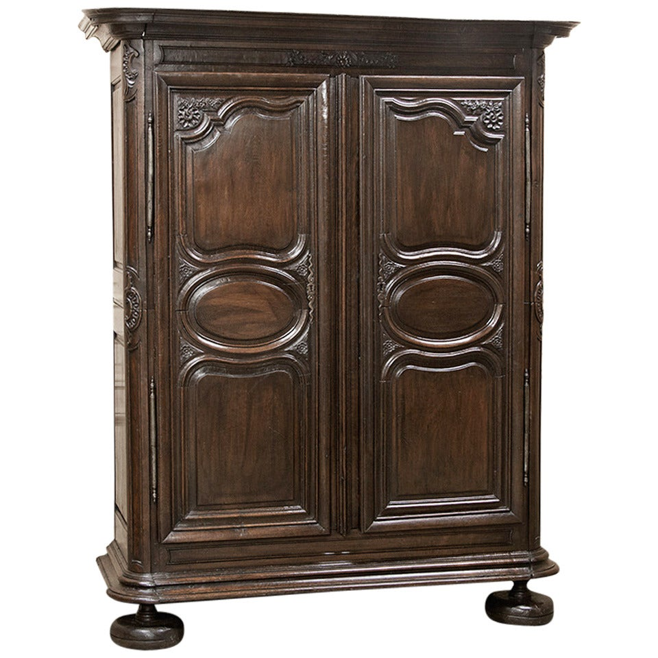 early 18th century country french armoire for sale at 1stdibs. Black Bedroom Furniture Sets. Home Design Ideas