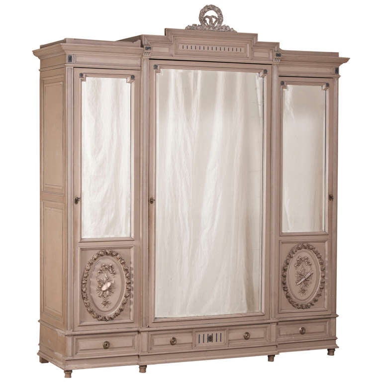 antique french louis xvi painted armoire at 1stdibs. Black Bedroom Furniture Sets. Home Design Ideas