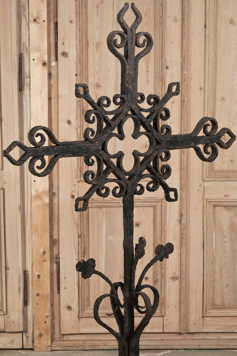 Large antique wrought iron cross at 1stdibs - Exterior church crosses for sale ...