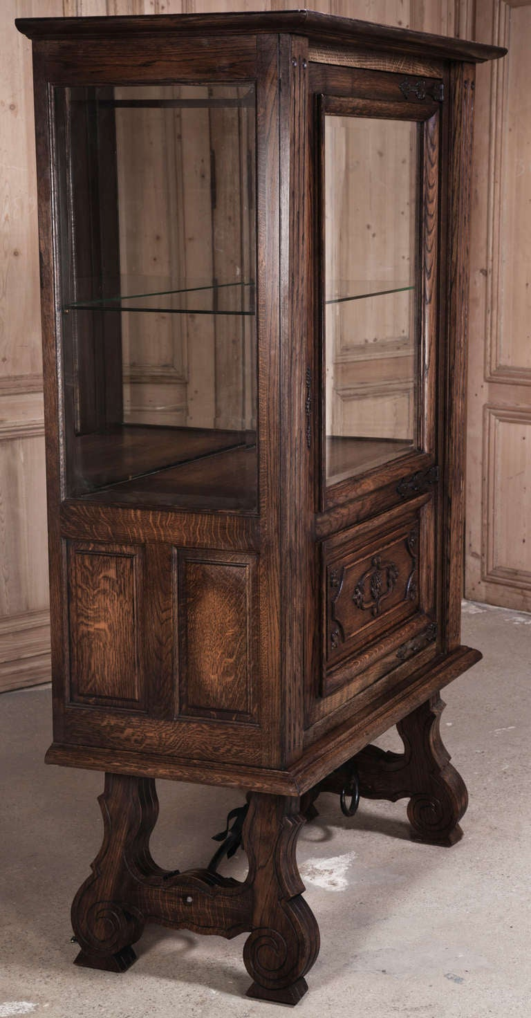 vintage spanish renaissance vitrine at 1stdibs. Black Bedroom Furniture Sets. Home Design Ideas