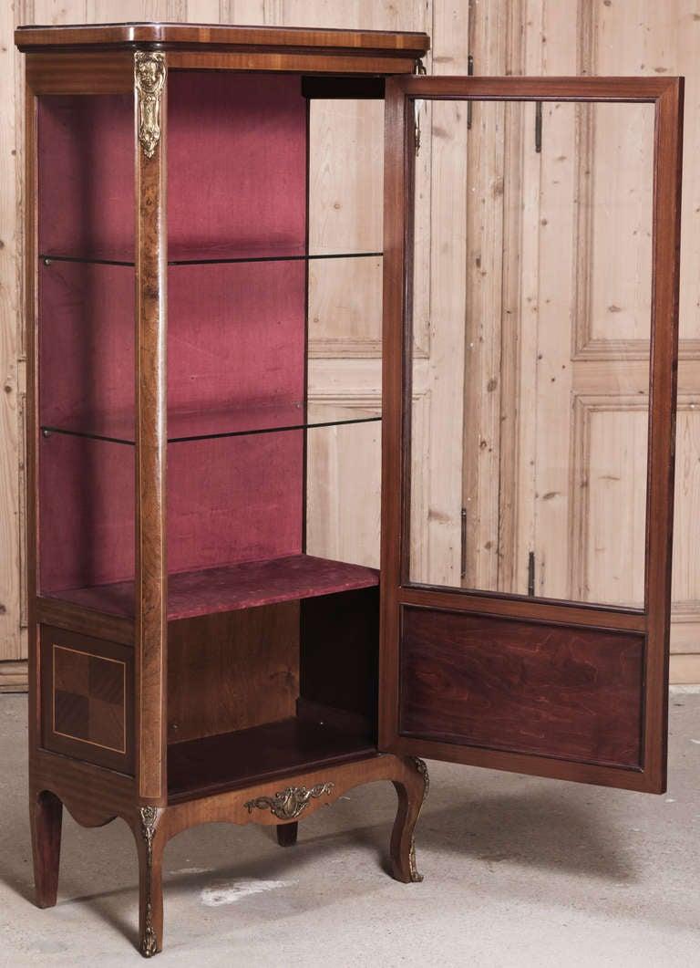 antique louis xvi marquetry vitrine at 1stdibs. Black Bedroom Furniture Sets. Home Design Ideas