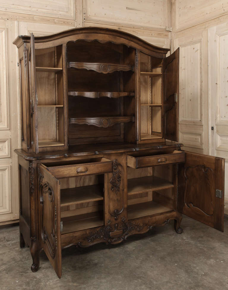 antique country french walnut vaisselier at 1stdibs. Black Bedroom Furniture Sets. Home Design Ideas