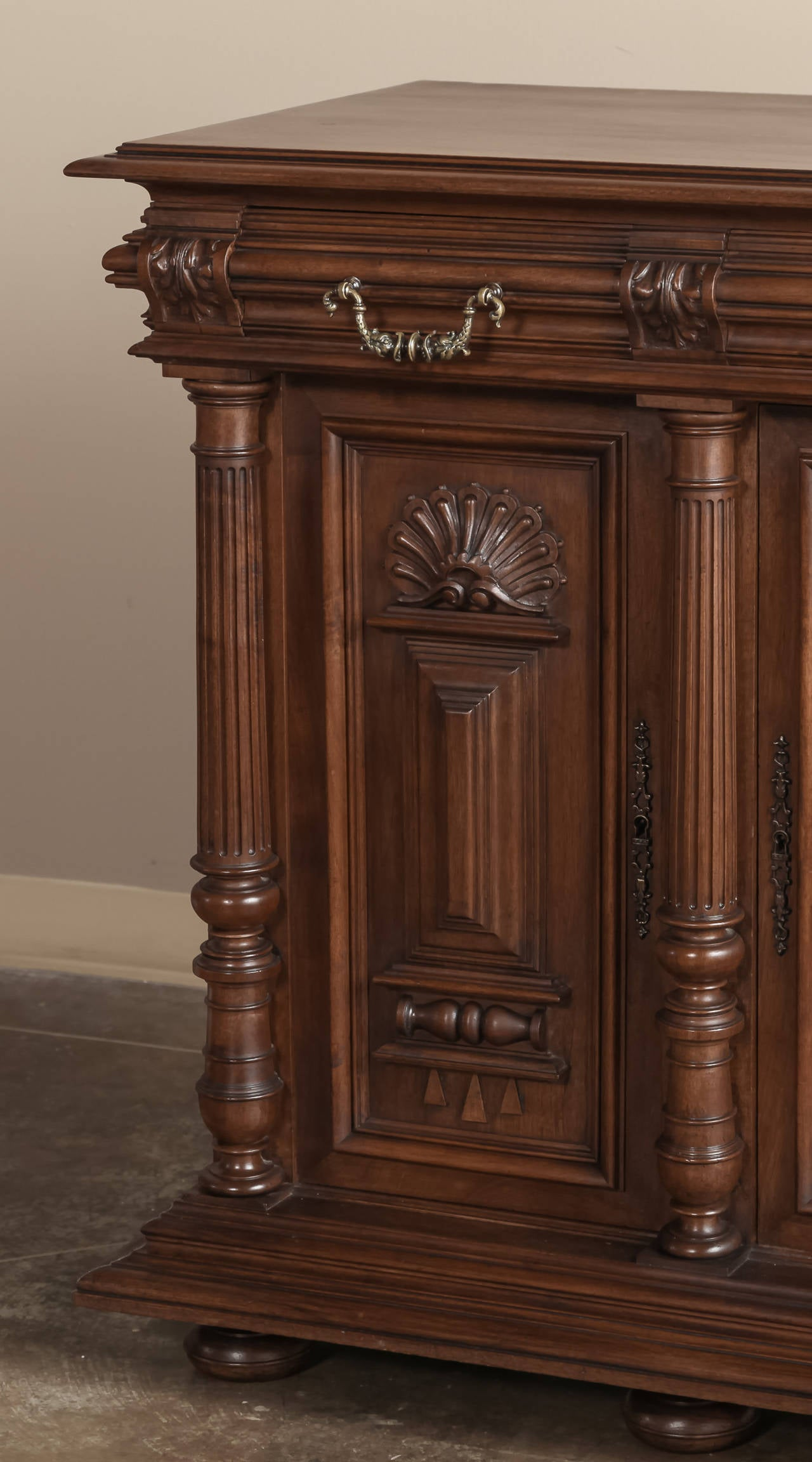 antique henri ii walnut buffet for sale at 1stdibs. Black Bedroom Furniture Sets. Home Design Ideas