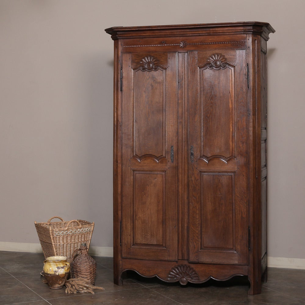 19th century country french oak antique armoire at 1stdibs. Black Bedroom Furniture Sets. Home Design Ideas