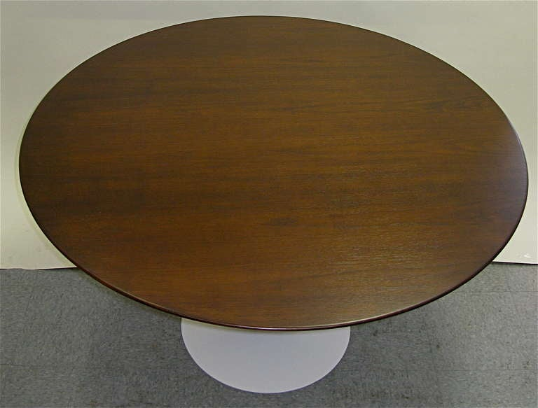 Mid-Century Modern 1950 Saarinen for Knoll 48 inch Walnut Tulip Table For Sale