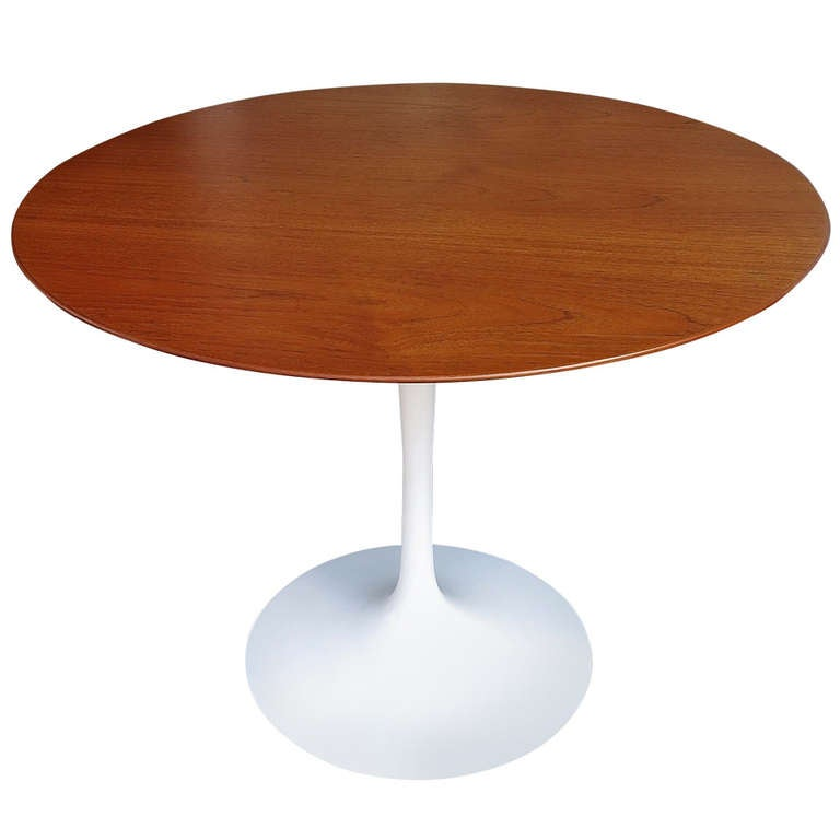 Saarinen Round Tulip Table At 1stdibs