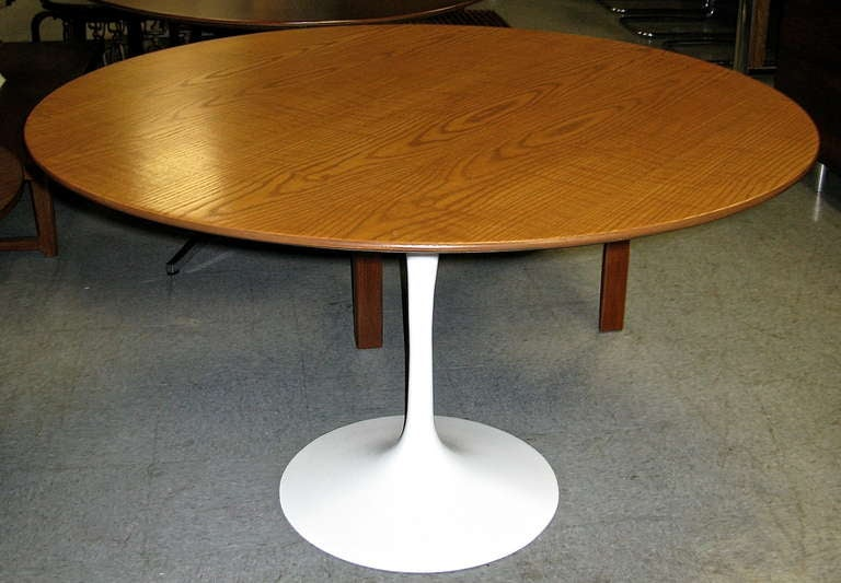 Beau Inviting 1950 Saarinen Tulip Table With Wood Top For Sale. 48 Inch Oak Top.  White Lacquer Cast Iron Base . Freshly Restored.