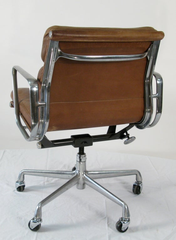 1970 Eames Soft Pad Management Chair Vicenza Leather At