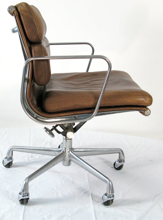 1970 Eames Soft Pad Management Chair Vicenza Leather At 1stdibs
