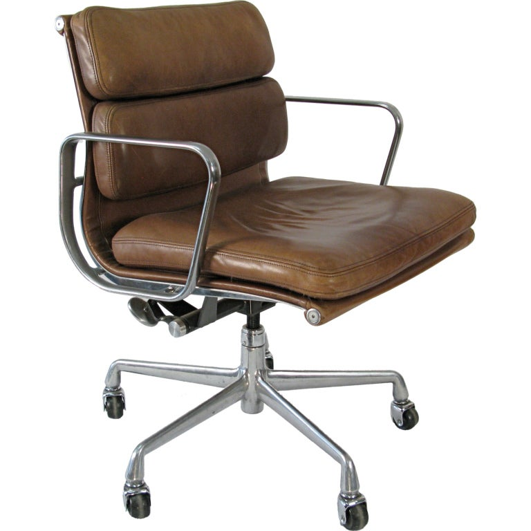 1970 eames soft pad management chair vicenza leather at 1stdibs. Black Bedroom Furniture Sets. Home Design Ideas
