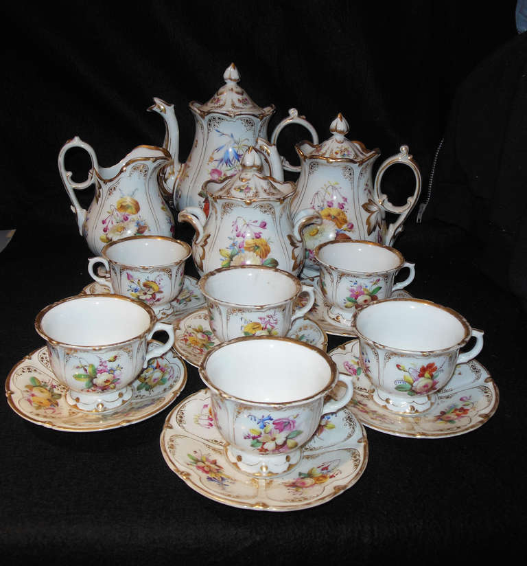 A beautiful Rococo tea set with floral decoration and gilt trim, with