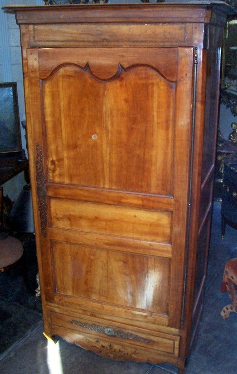 french louis xv xvi walnut bonnetiere armoire for sale at 1stdibs. Black Bedroom Furniture Sets. Home Design Ideas
