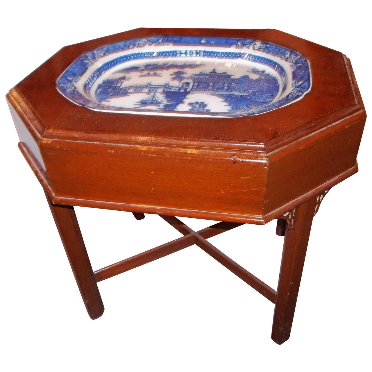 Mahogany Side Or Cocktail Table With Chinese Export Platter At 1stdibs