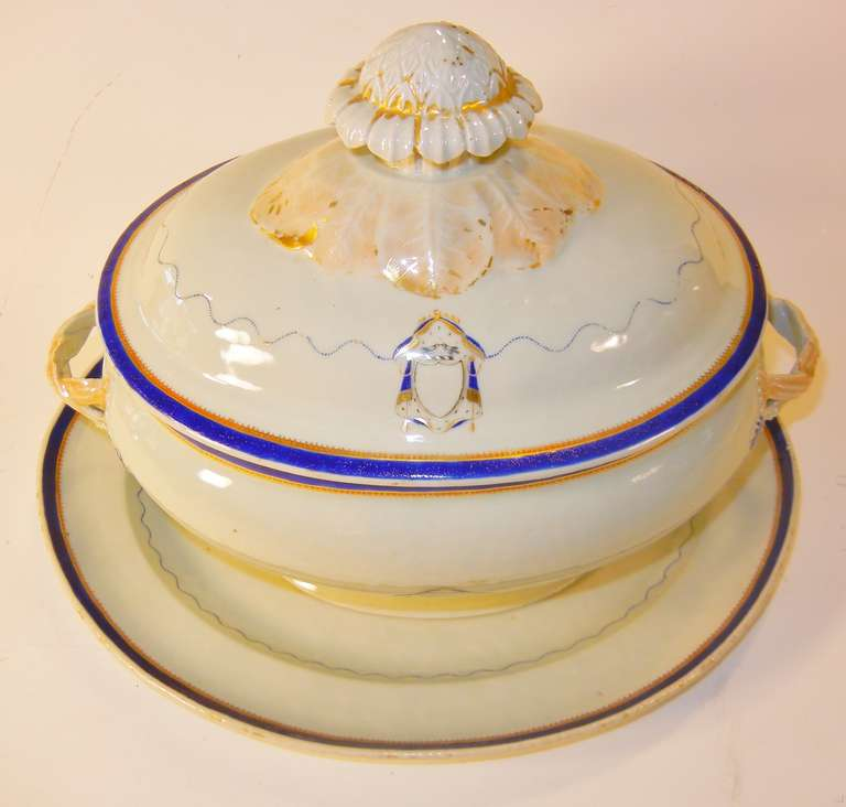 Love Birds Armorial Tureen with Underliner, Chinese Export Jiaqing Emperor For Sale 3