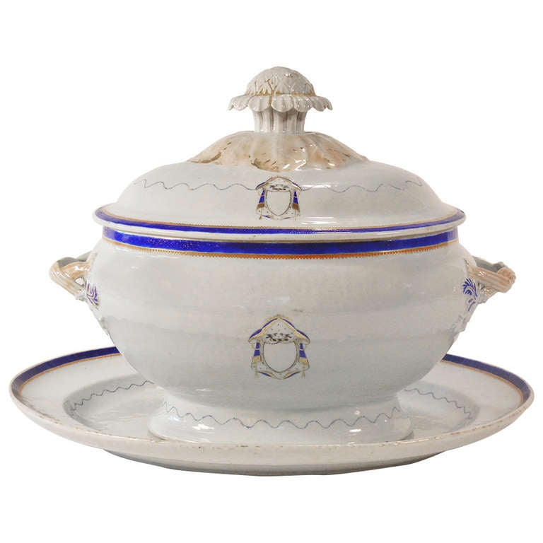 Love Birds Armorial Tureen with Underliner, Chinese Export Jiaqing Emperor For Sale