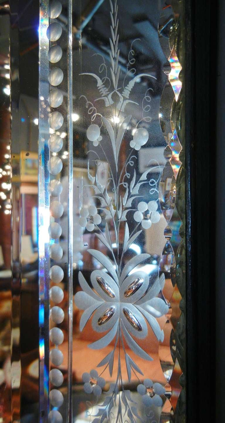 Very Fine Antique Venetian Etched-Glass Mirror in Medium Size In Good Condition For Sale In Quechee, VT