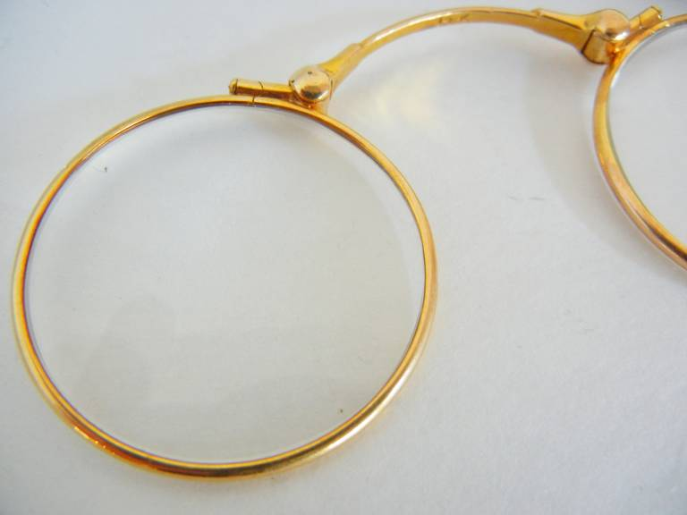 14-Karat Yellow Gold Lady's Folding Lorgnette with Ribbon Buckle In Good Condition For Sale In Quechee, VT