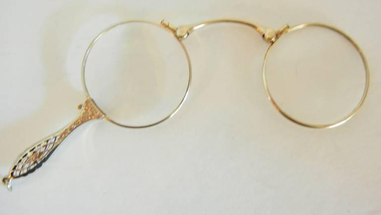 Folding Antique Lorgnette in 14-Karat White Gold For Sale 2