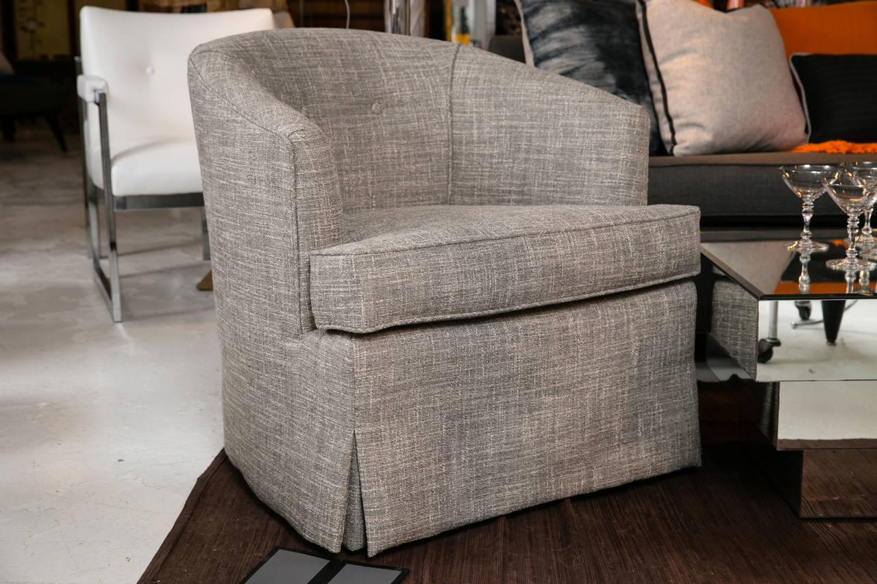 Oversized round swivel lounge chair mid century modern at 1stdibs - Pair Of Classic Mid Century Swivel Club Chairs At 1stdibs Pair Of Classic Mid Century Swivel
