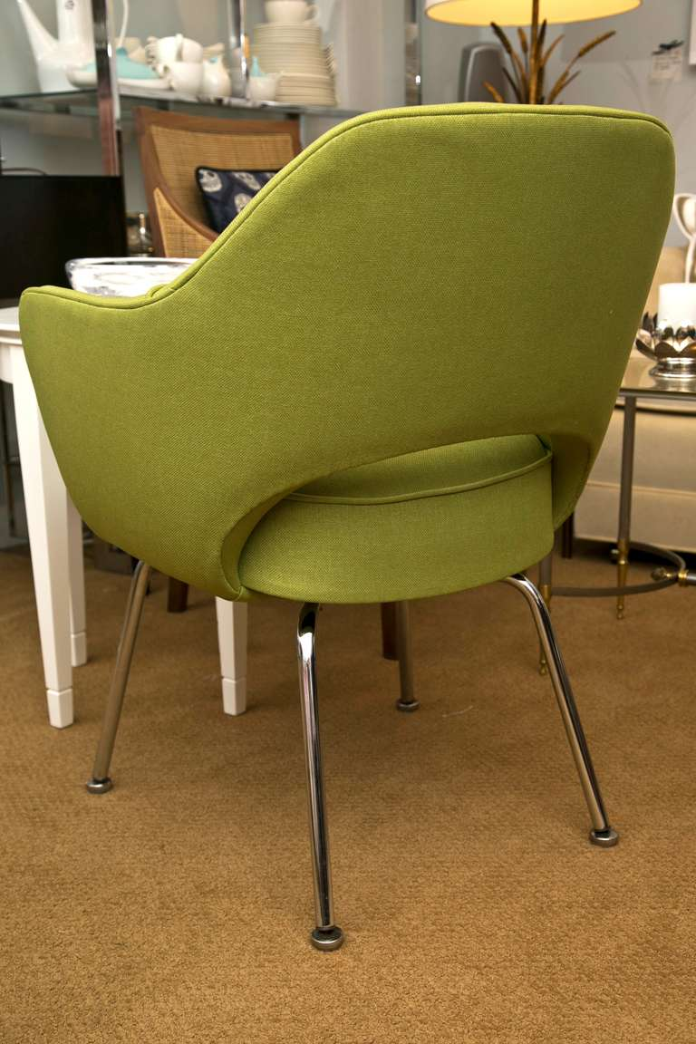 Saarinen executive arm chair in green microfiber for sale