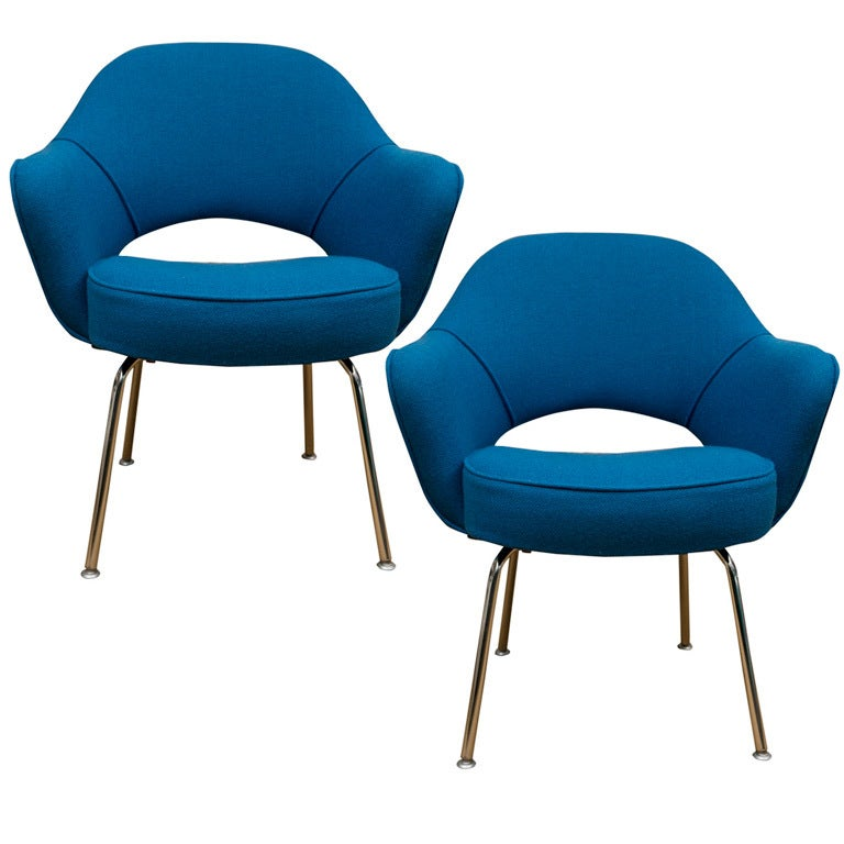 Pair of eero saarinen executive chairs for knoll at 1stdibs for Saarinen chair design